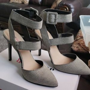 "4"" high heel shoe . New condition ."